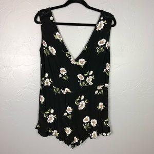 🐢Forever 21 black floral romper size S